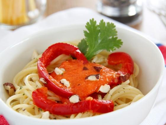espaguetis-con-avellana-y-pimiento